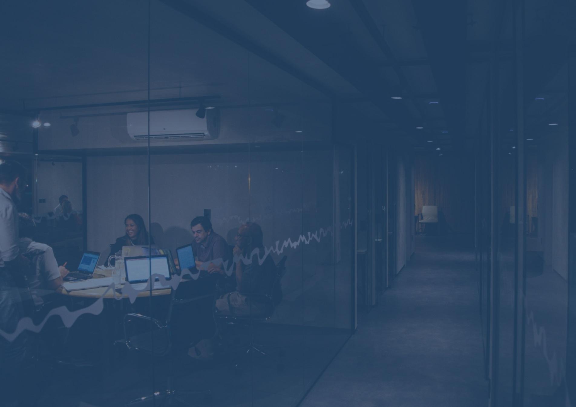 Grupo de personas trabajando en una oficina